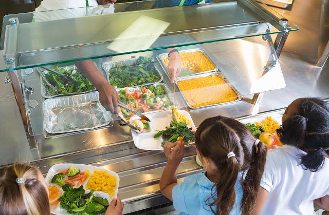 Francia: Escuelas ofrecerán al menos un almuerzo sin carne por semana