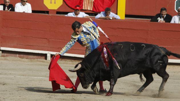 TC no consigue los votos suficientes y continuará las corridas de toros y peleas de gallos en el Perú