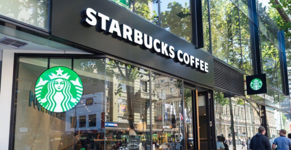 La gigante Starbucks lanza leche de avena vegana en todo canadá