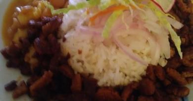 Frijol con mote y carne de soya